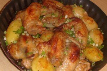 Рецепт очень сочных и вкусных крылышек с картошкой по рецепту моей бабушки